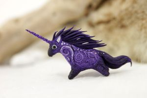 Tiny purple unicorn by hontor