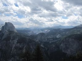 Yosemite Valley by soliivagant