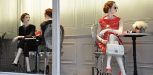 Elegance DIOR - Display window in Paris by Rikitza