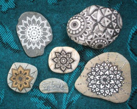 Mandala Pebbles by Splund-Art