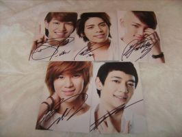 SHINee Autographs by Cali-Snowstar