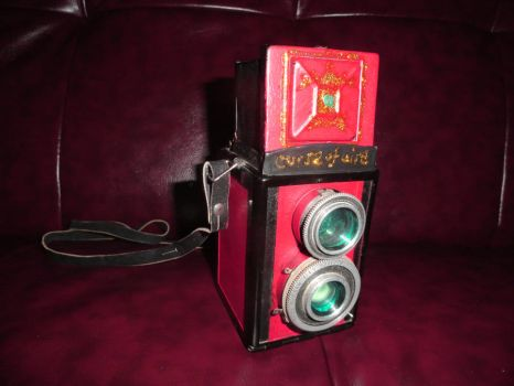 Grell Sutcliff's camera by minervamoon