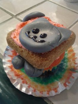 Nyan Cat RAINBOW Cupcakes by nhathy