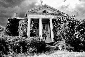 Abandoned Plantation House by cjheery