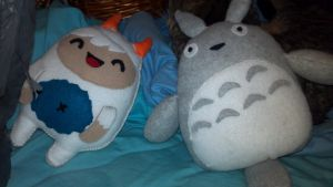 Totoro and Yeti Plushies by KageToraNoTsume