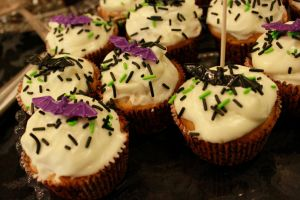 Halloween cupcakes by miss-rage