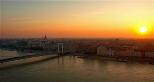 Morning at Budapest by piximi