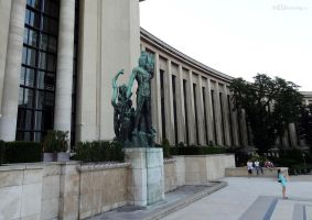 Right wing of the Palais de Chaillot by EUtouring