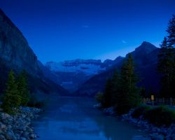 Lake Louise, 11pm by LarryRaisch