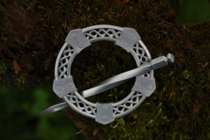 Simple Celtic cloakpin by ChardwolfArmory