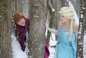 Anna and Elsa of Arendelle by ReneeRouge
