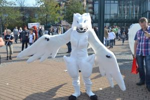 Reshiram Cosplay by shadowhatesomochao