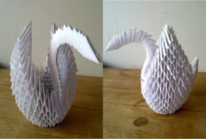 Origami Swan by machinesway