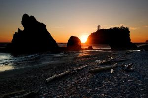 Sunset at Ruby Beach by aponom