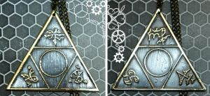 Magic triangle pendant by TimforShade