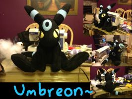 Shiny Umbreon Plush by pokelover586