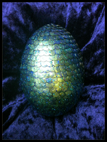 Iridiscent Green Dragonegg by Siobhan68