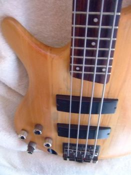 soundgear lefty sanded 2 by eclecticBassist