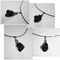 Collier Roses Noires by PoussiereObsidienne