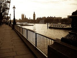 River Thames by OgoLP