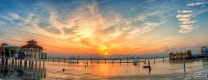 Sunrise view of QE2 (Pano Style) by fighteden