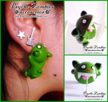 Zombie cat (bites your ear) stud earring by Initta