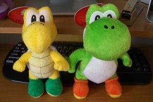 Yoshi and another yellow one by slayer20