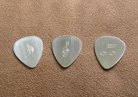 Silver guitar picks by merovech-navarre