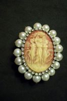 Cameo with pearls Jewelry by paintresseye