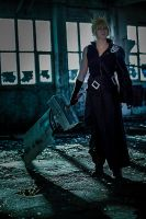 Cloud strife cosplay: the Sword by YamiNoShadow