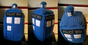 Crochet Tardis - Commission by RoslynnSommers