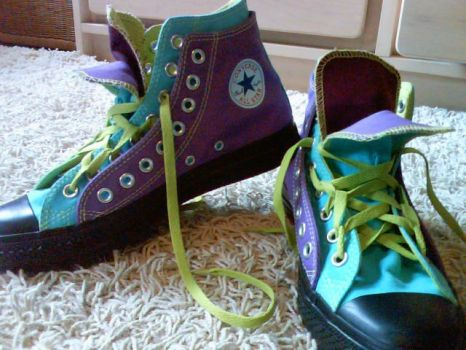 Custom Made Converse All Stars by cLaAaNdEsTiNe