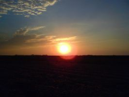 Sunset above the onion field by K4tEe