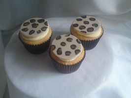 leopard print cupcakes by starry-design-studio