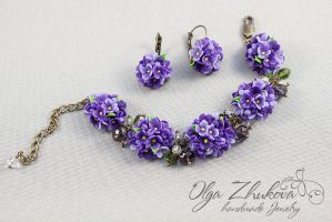 Bracelet with flowers of lilac from polymer clay by polyflowers