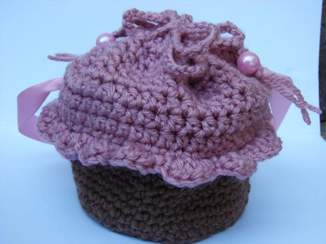 Crochet cupcake by puddingfiddles