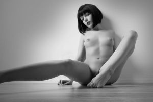 Genevieve: On the Floor by tom2001
