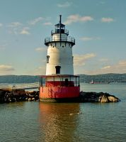 Tarrytown Lighthouse by funygirl38