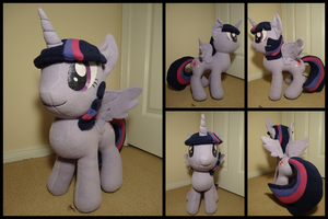 Twilight Sparkle by LumenGlace