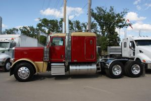 Peterbilt truck by Wolfje1975
