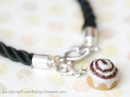 Cinnamon roll bracelet by Panna-Kot