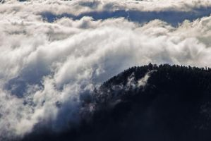 Clouds and mountain by attomanen