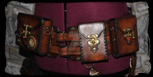 steampunk leather belt by Lagueuse
