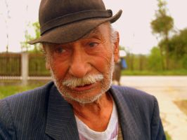 Old Serbian Gypsy by erce