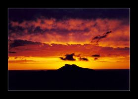 Warrumbungles Sunset by wolfmagus
