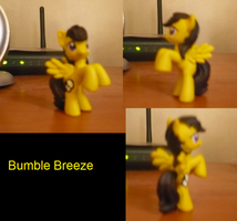 Bumble Breeze blindbag model by BlackNapalmPony