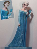OOAK Elsa money box repaint by lulemee