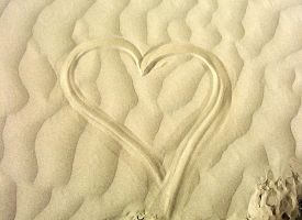 hearts in sand by hiddenlies