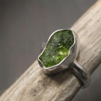 Natural Peridot ring by Jealousydesign