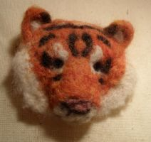 Tiger brooch by Stromasdragon